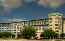 Holiday Inn Seaworld - Free Breakfast - 2 Queen Beds or Executive 1 King Beds - 1 free $30 restaurant gift card