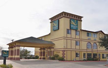 Quality Inn  SeaWorld - 3 Queen Beds or 1 King 2 Queen Beds or 2 King Beds upon request - Free Breakfast