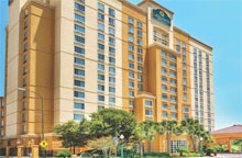 La Quinta Inn & Suites by Wyndham San Antonio Riverwalk - 1 King or 2 Full Size Beds - Free Breakfast and Free Parking