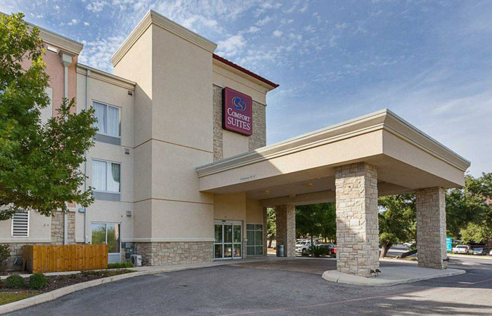 Comfort Suites San Antonio near Six Flags Fiesta Texas  - front hotel