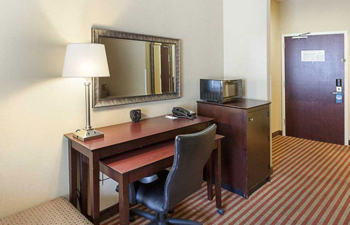 Comfort Suites San Antonio near Six Flags Fiesta Texas  - work desk