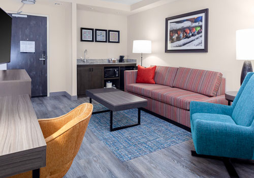 Hampton Inn & Suites San Antonio River Walk - King Bedroom with sofa