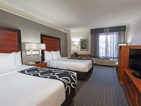 La Quinta Inn & Suites Airport double bed room