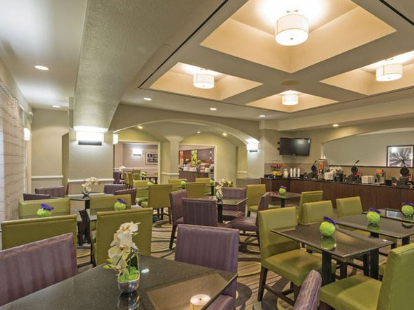 La Quinta Inn & Suites Airport  breakfast