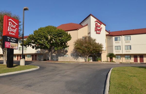 Red Roof Inn San Antonio hotel near airport - front hotel