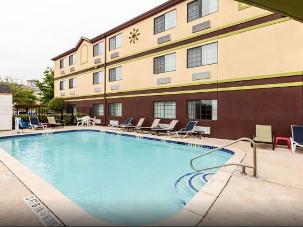 Quality Inn near Seaworld pool